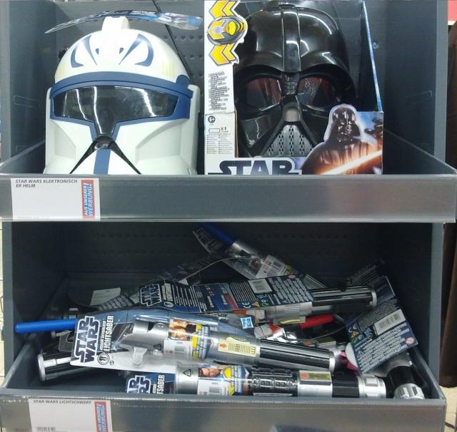 SW Helme und Discount-Lichtschwerter